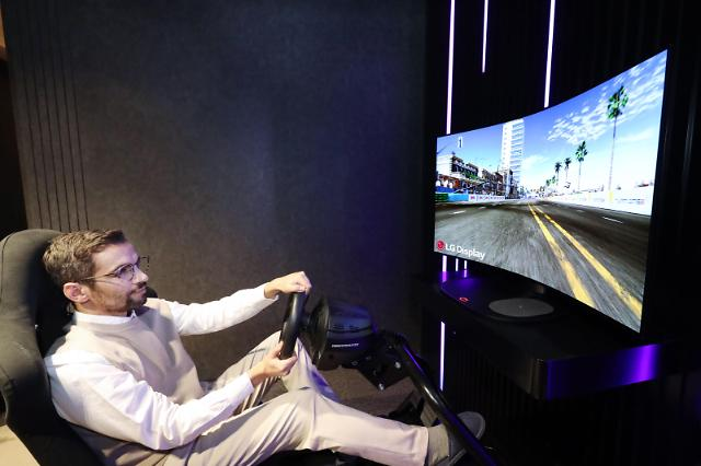'게이머가 빠져든다' LG디스플레이, CES 2021서 '48인치형 벤더블 패널' 최초 공개