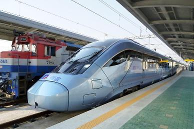 S. Koreas high-speed electrical train KTX-Eum makes commercial debut.