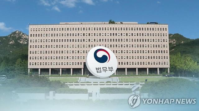 """법무부 노조 위원장, 정치적 의도 의심…""""현재는 당적 버렸다"""" 해명"""