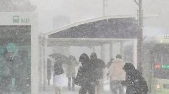 Tuyết rơi dày đặc tại Hàn Quốc