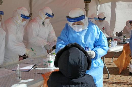 单日新增确诊下降到千例以下 防集体感染与变异病毒成重点