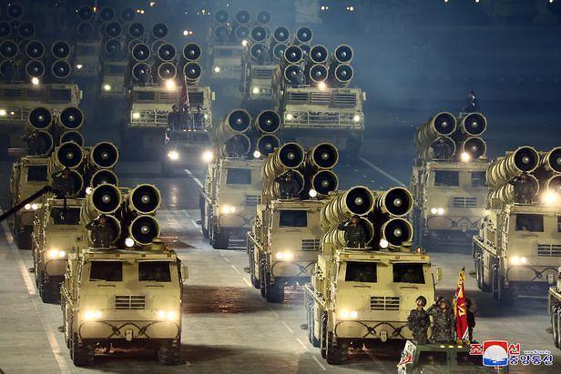 [종합] 北 김정은, 3개월만 또 다시 열병식 실시...新무기 총망라 전망