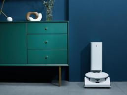 .[CES 2021] Samsung introduces housekeeper robots at CES 2021.