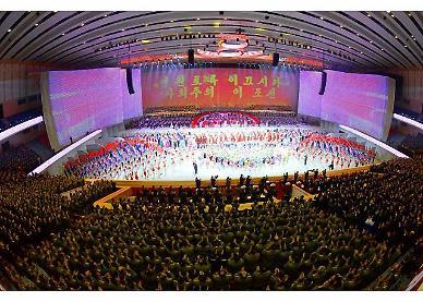 北 김정은, 제8차 당대회 기념공연 참석…들리지 않는 열병식 소식