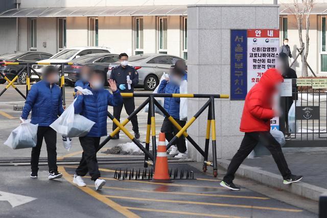 [화보] 코로나19 대응 조기 가석방되는 수형자들