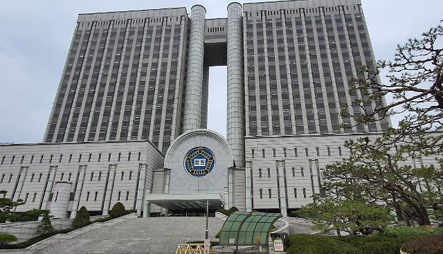 """법원 """"BBQ 공급해지 부당…bhc에 290억원 지급하라"""""""