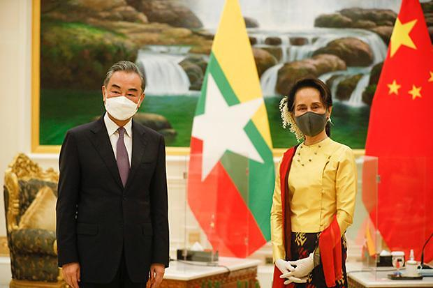 [NNA] 왕이 中 외교부장, 미얀마 방문... 백신 30만회분 제공 표명