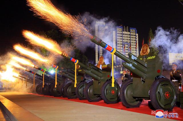 """[2보] 김정은, 어제 야간열병식 참석...""""핵무장력에 관중들 환호"""""""