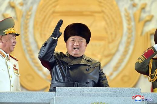 朝鲜举办盛大阅兵式 展示新型SLBM等重装备
