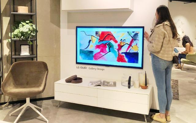 인테리어 매장에 자리잡은 LG TV...새로운 라이프스타일 제시