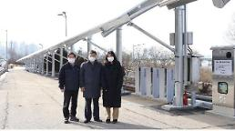 .Seoul builds solar power plant on idle land near urban expressway.
