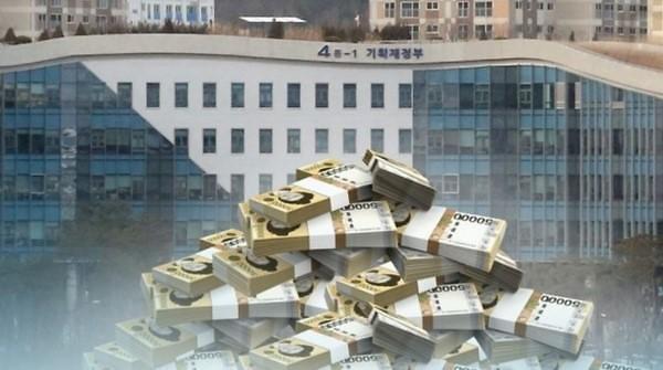 新冠造成空前危机 政府企业家庭负债皆逼近6万亿元