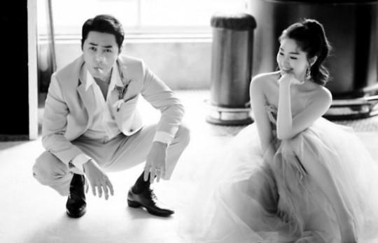 """류이서, 웨딩 화보 공개…남편 전진에게 """"담배 포즈, 어색해지길"""""""