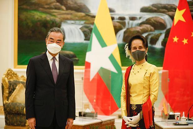 中 왕이, 동남아 순방에서 베트남만 제외한 이유는?
