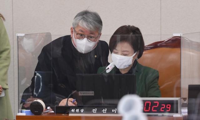 """진선미, 형소법 개정안 발의...""""공소장에 수사검사 성명 기재"""""""