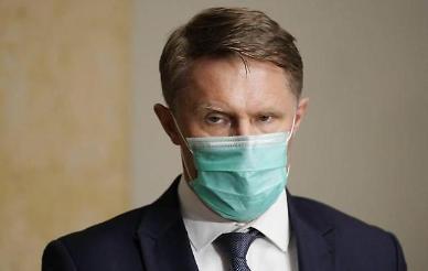 """러시아 보건부 장관 """"코로나19 백신 맞아도 당분간 마스크 착용해야"""""""