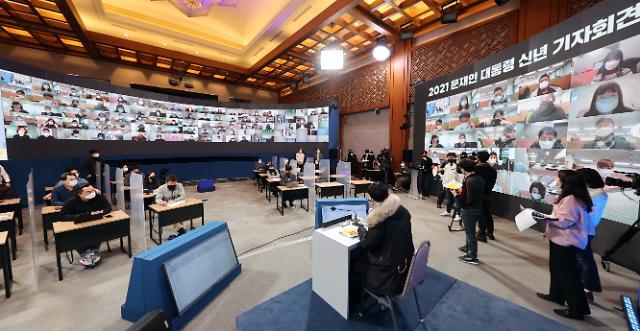 [포토] 온라인 화상 병행하는 대통령 신년 기자회견