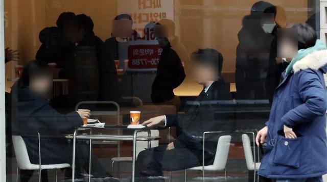 [슬라이드 뉴스] 영수증 보면 돼요? 카페 취식 재개 첫날 어땠나