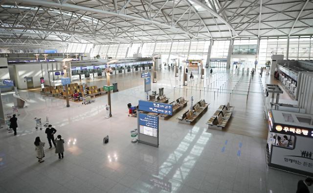 [슬라이드 뉴스] 코로나 1년에 한산한 공항···이용객 83.1%↓