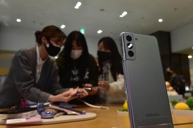 공시지원금 3배 높인 SK텔레콤...불붙는 갤S21 반값 유치전