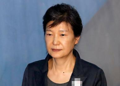 박근혜, 호송차서 코로나 확진자 밀접접촉…오늘 진단검사