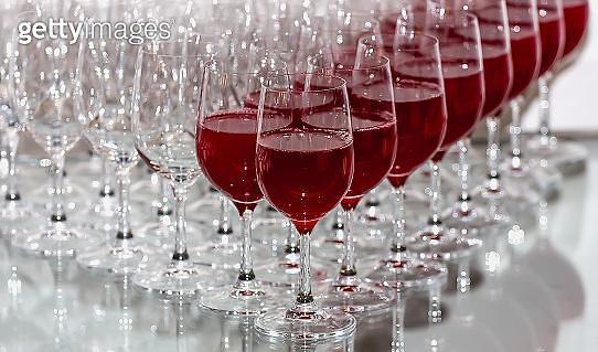 편의점 vs 백화점, '와인 전쟁' 승자는?