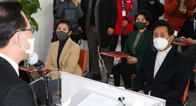 """""""10년 전 희생"""" """"더 큰 책임 지겠다""""…나경원‧오세훈 신경전"""