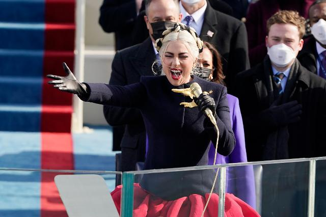 [슬라이드뉴스] 바이든 취임식 참석한 ★는? 친바이든 레이디 가가, 제니퍼 로페즈...톰 행크스까지