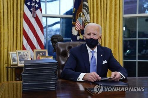 [바이든 취임] 바이든, 파리기후협약 재가입 서명...첫 날부터 트럼프 지우기