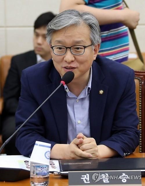 """박영선 바통 이어받은 권칠승...업계 반응 """"기대 반 걱정 반"""""""
