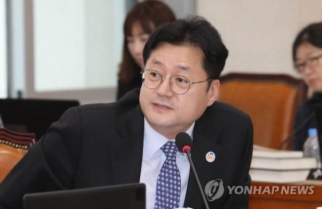 """홍익표 """"대출만기 연장·이자상환 유예, 연말까지 이어지길 기대"""""""