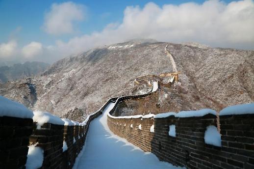 古长城上雪茫茫