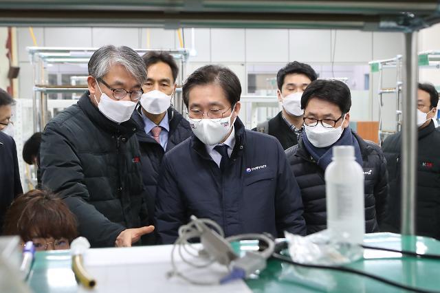 """연초 산업 현장 누비는 성윤모 장관 """"목표는 수출 성장"""""""