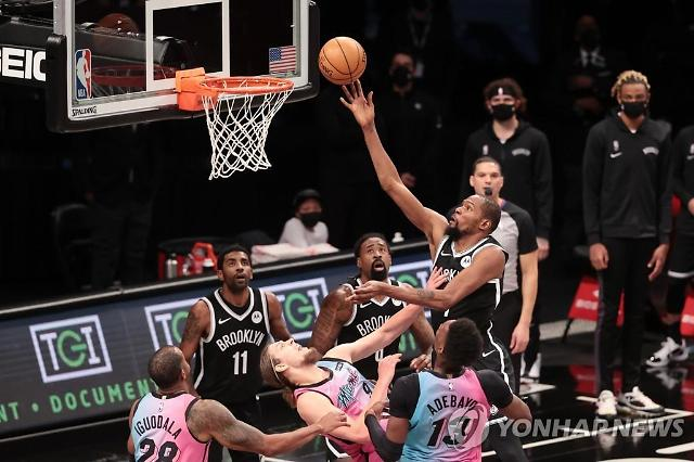 NBA 브루클린 네츠 삼각 편대 3경기 만에 마이애미 히트에 첫 승리