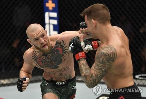 UFC, 승부 가른 TKO 2개···챈들러 데뷔전과 포이리에 복수전