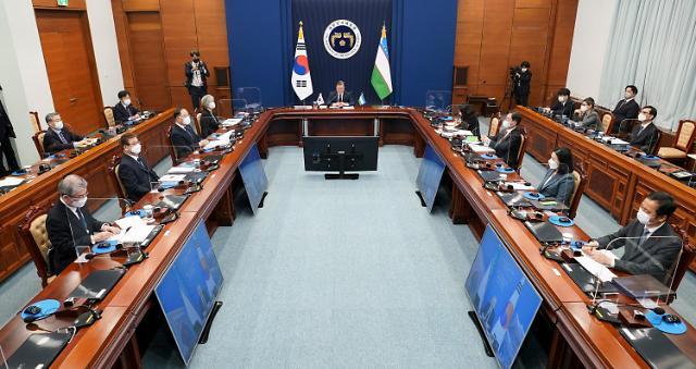 文在寅和乌兹别克斯坦总统举行视频会谈