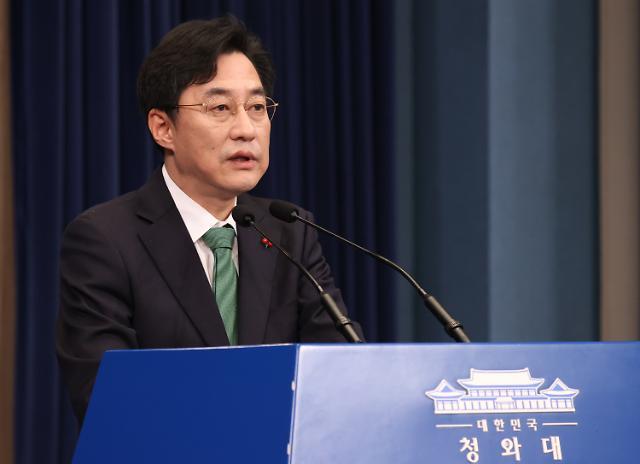 """[종합]靑, 김종인 이적행위 발언에 """"북풍 공작에 법적책임 묻겠다"""""""