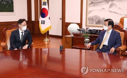 """박병석 국회의장 """"자발적 검찰개혁 필요""""...박범계 """"낮은 자세로 경청"""""""