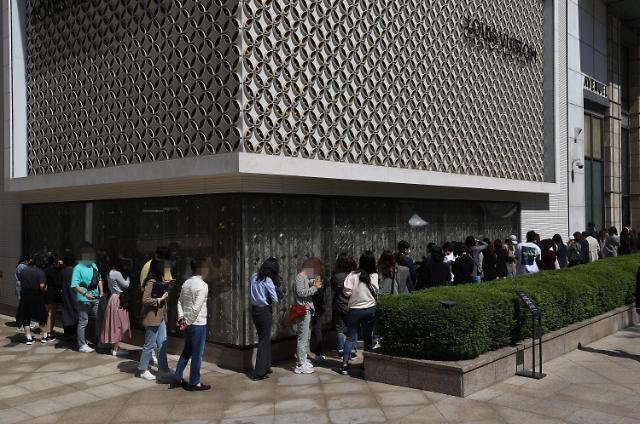 """""""买不起房,我还买不起名牌包吗?"""" 韩中两国年轻人扛起奢侈品消费大旗"""