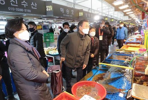 文在寅视察春节市场
