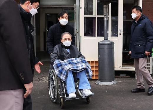 韩前总统李明博出院被送至监狱