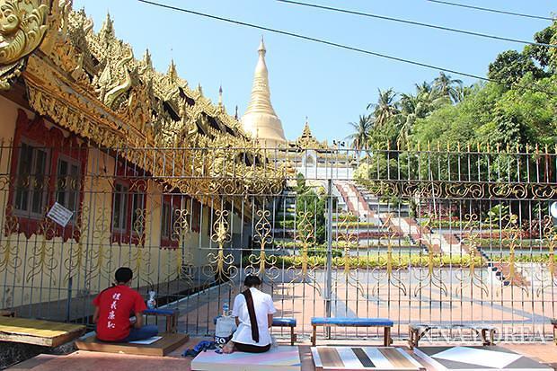 [NNA] 미얀마 군부, 파고다 참배 허용... 군부 반발 시민 외면