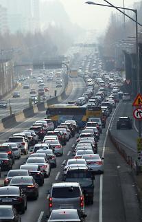 高速路变身大型停车场