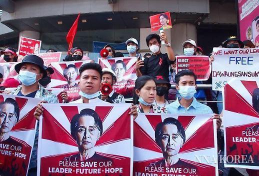 [NNA] 미얀마 군부 횡포에 시민들 분노 절정... 쿠데타 발생 2주