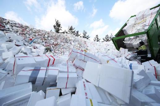 节后泡沫塑料堆积成山