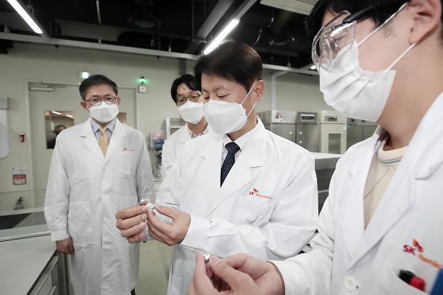 """[코로나19] 김강립 식약처장, AZ 백신 생산 SK 방문...""""이상 사례 면밀하게 모니터링"""""""