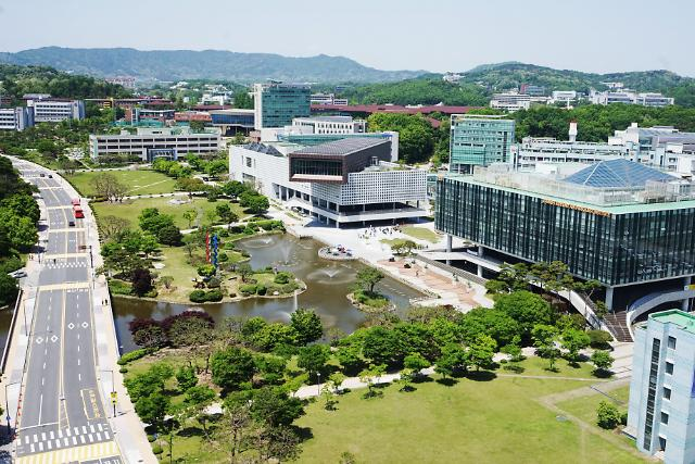 """문 대통령 """"기초연구 예산 2배 확대""""... KAIST 50주년 행사서 영상 축사"""