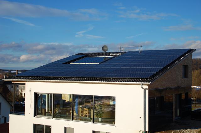 한화큐셀, 독일 가정용 전력 공급 사업 진출 1년만에 10만 가구 돌파