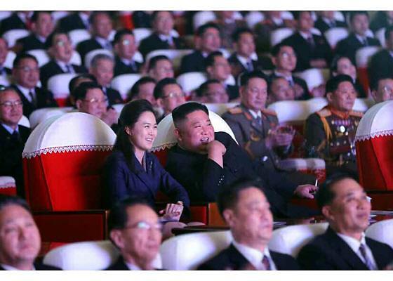 """국가안보전략硏 """"리설주 1년간 두문불출, 출산 때문으로 보여"""""""