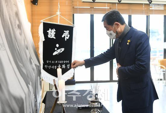 """윤화섭 안산시장 """"백기완 소장이 남긴 사명 잊지 않겠다"""""""